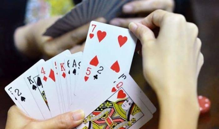 Sử dụng cách chơi này với mục đích chính là không để đối phương phát hiện ra bạn còn bao nhiêu quân bài