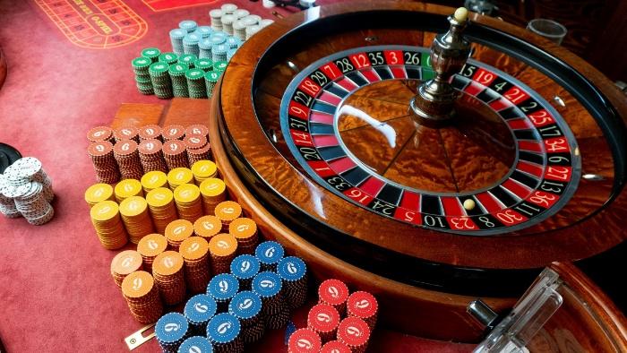 Khi chơi trực tuyến với lợi thế đến từ các công nghệ hiện đại thì casino trực tuyến lại có sức hấp dẫn rất riêng của nó